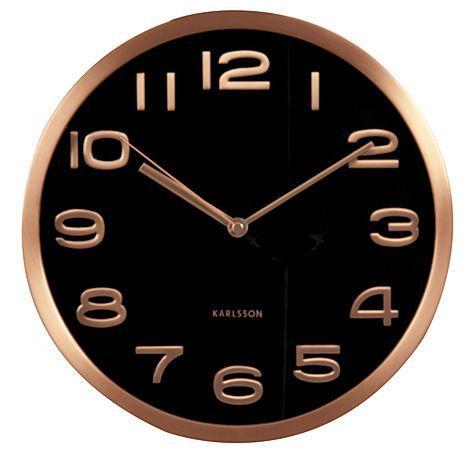 Elegantné hodiny 5578BK. Jednoduché a pritom moderné hodiny holandskej značky Karlsson dotvoria jemným spôsobom dizajn vašej domácnosti. Účelové čierne hodiny s hliníkovým rámom a ciferníkom medenej farby môžu byť skvelým a praktickým darčekom pre vás a vašich blízkych.   Farba : čierna - medená Materiál : sklo - hliník Rozmer : priemer 29 cm, hrúbka 4 cm 1 x AA batéria, nie je súčasťou balenia