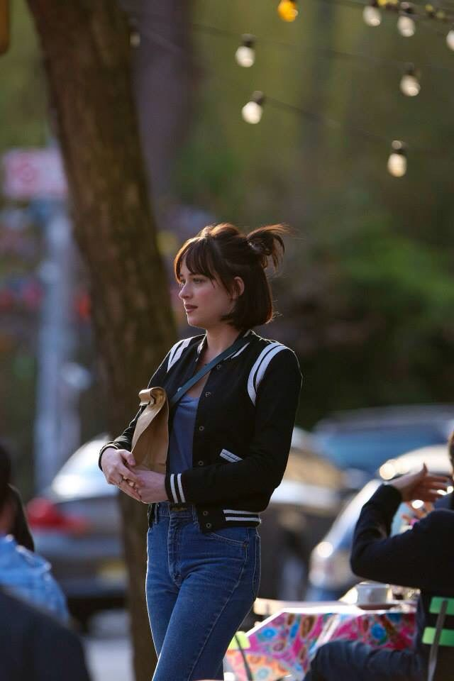 Dakota Johnson in how to be single  Love herrr and this outfit!
