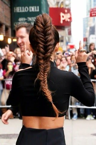 10 Hairstyles That Can Stand Up to the Windiest Weather