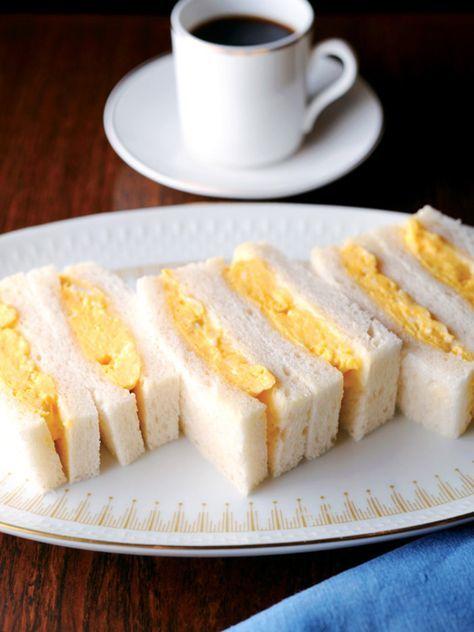 空気を含ませるように卵をしっかり混ぜて|『ELLE a table』はおしゃれで簡単なレシピが満載!