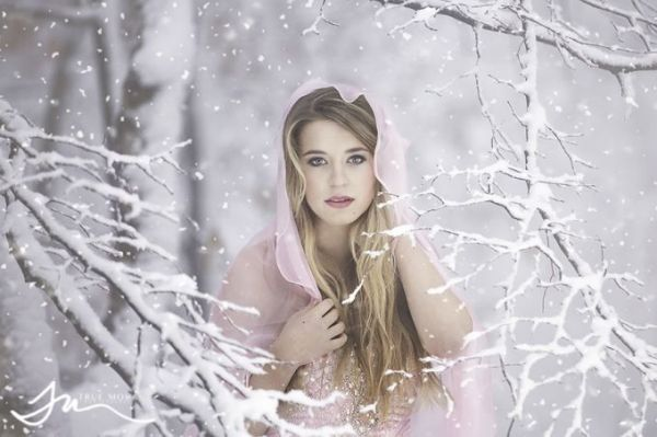 Winter senior picture ideas for