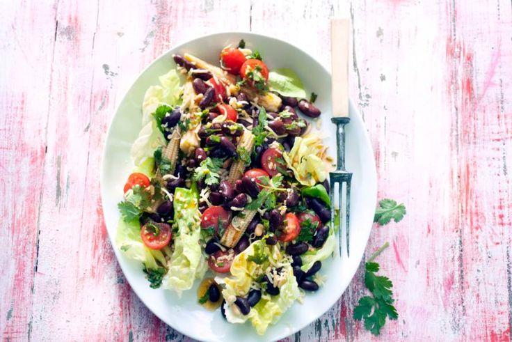 De lichtzoete smaak van kidneybonen is heerlijk in deze salade met bite - Recept - Allerhande