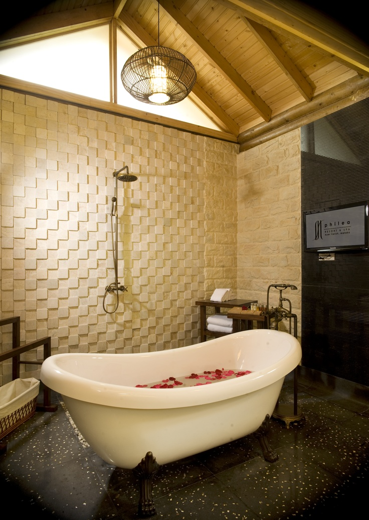 Philea Suite bathrooms dressed in marble; slip into the bath or step into the shower, as you desire.