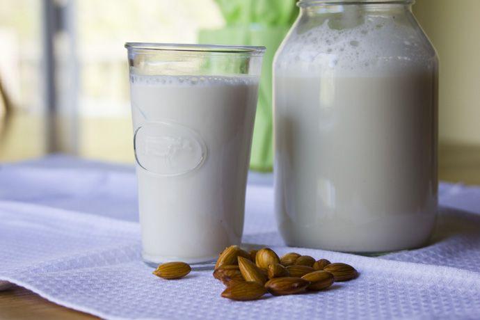 Easy Vegan - ricette vegan e fai-da-te green: Latte di mandorla: ricetta anche per frullatori de...
