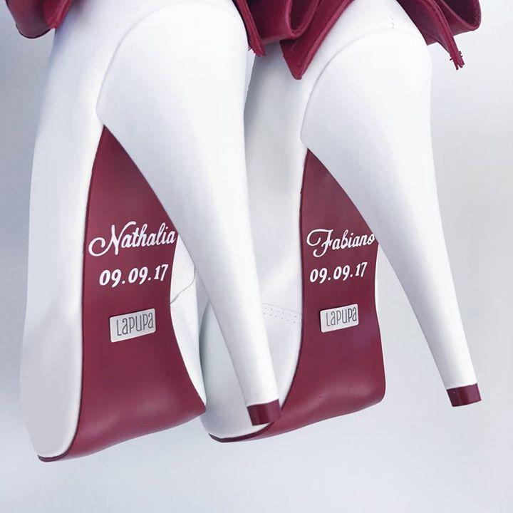 OMG olha os sapatos da Nathalia <3 São da Lapupa!! Você pode personalizar os seus também  Olha que INCRÍVEL!! Vem ver  http://ift.tt/2xCEpXC ou fala com elas pelo e-mail: contato@lapupa.com.br  A Lapupa entrega em todo Brasil {}