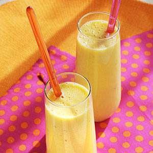 We gaan lekker en makkelijk gezond doen met deze heerlijke Banaan mango smoothie dieet recept.