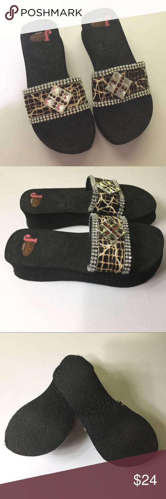 JUSTIN BOOTS BLING FLIP FLOPS GUC. No missing stones. Justin Boots Shoes Sandals
