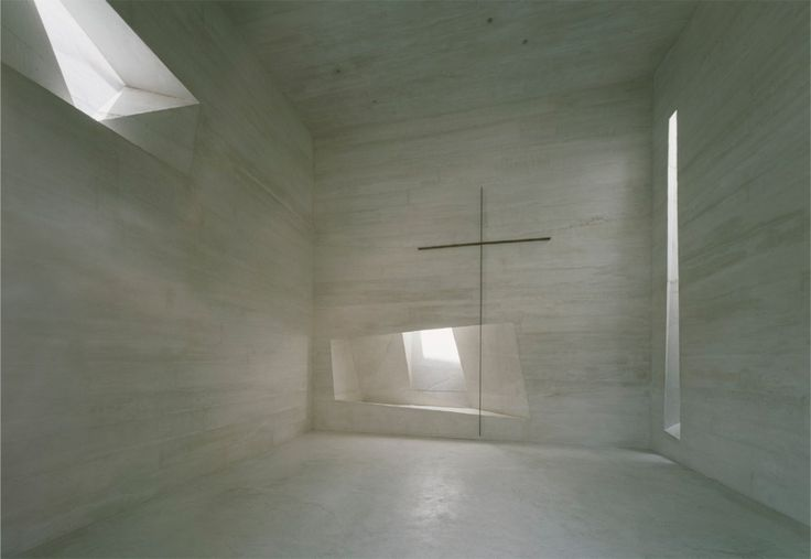 Architecture and light. Holy Rosary Church in Lousiana, United States by Tahan Architects.