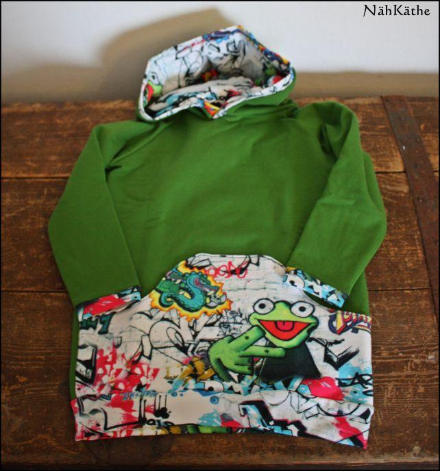 Freebook Hoodie Rockers von Mamahoch2 Größe 110 aus grünem Sweat und Jersey mit Grafity-Muster