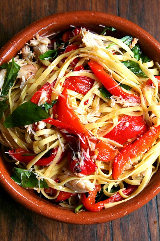 Linguine with Roasted Red Peppers, Crabmeat & Basil
