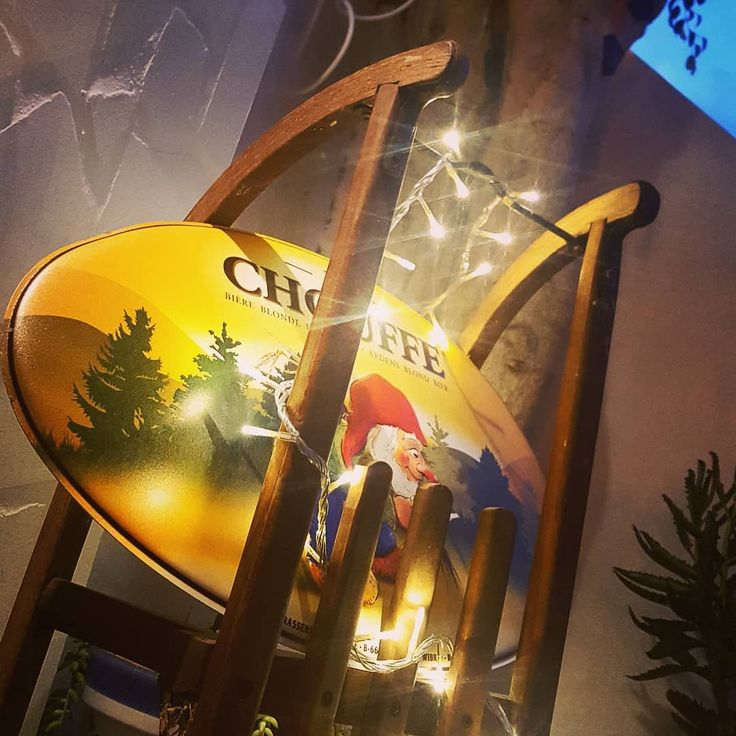 La Chouffe in the fridge lights and a sled. What more do you need to get into the Christmas mood? Snow? Cold? No way! You don't need that. Here on the Canary Islands we can celebrate Christmas under the sun. And that's just find by us.   #lachouffe #belgianbeer #bièrebelge #cervezabelga #christmas #lights #sled #lanzarote #snow #puertodelcarmen #restaurant #bistro #vegetarianrestaurant #vegan #vegetarian #gnome #gnomo