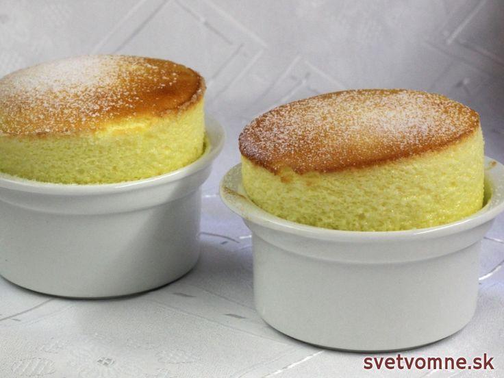 Návod na prípravu jednoduchého francúzskeho dezertu, ktorého základ tvorí hustá biela omáčka a sneh z vaječných bielkov.