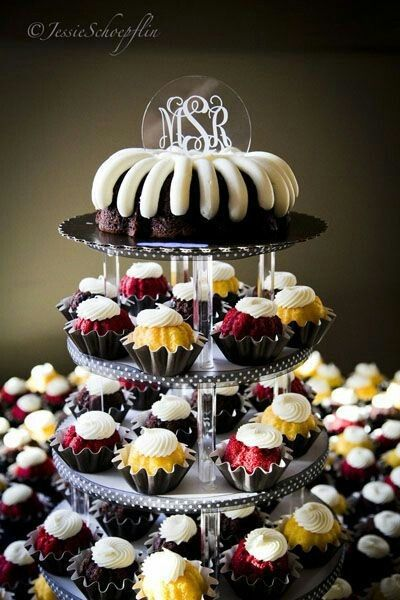 Nothing Bundt Cakes Photos, Wedding Cake Pictures, Greater Chicago Area - WeddingWire Mobile