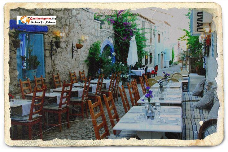 Yavru vatan Kıbrıs kumarhaneleri kadar, çılgın gece hayatı ile de ünlü http://www.gezilecekyerler.biz/category/gece-hayati/