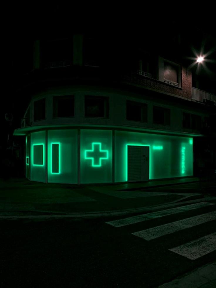 ¿qué es una farmacia?: Farmacia Pharmacy, La Puebla, Neon Lights, Bujcolón Architects, Bujcolón Arquitecto, Pharmacy Design, Buj Colón Arquitecto, Puebla 15, Pharmacy La