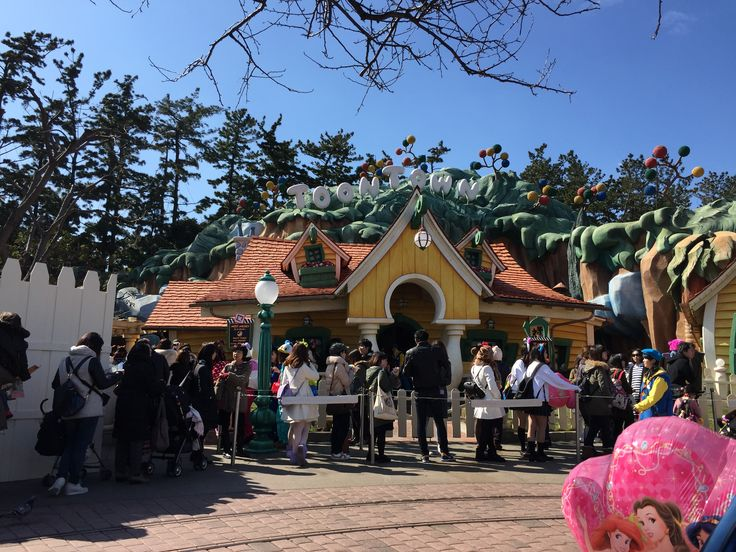 This was the queue when we wanted to take a photo with Mickey Mouse at Tokyo Disneyland in February. Doesn't seem that long but behind those people are several spirals of the same queue. It took us an hour to get to Mickey.