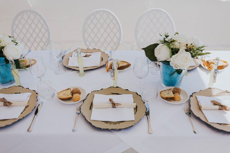 Limoncello wedding favours, silk flowers in vases, menu scrolls and Italian bread is all you need for your Italian wedding breakfast. Photo by Benjamin Stuart Photography #weddingphotography #donferrante #limoncello #silkflowers #weddingbreakfast #banquettable #italianwedding #receptiondecor