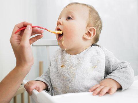 Se la pappa dello svezzamento ha un sapore troppo dolce, i gusti del bambino potrebbero essere influenzati in negativo e in futuro difficilmente amerà le