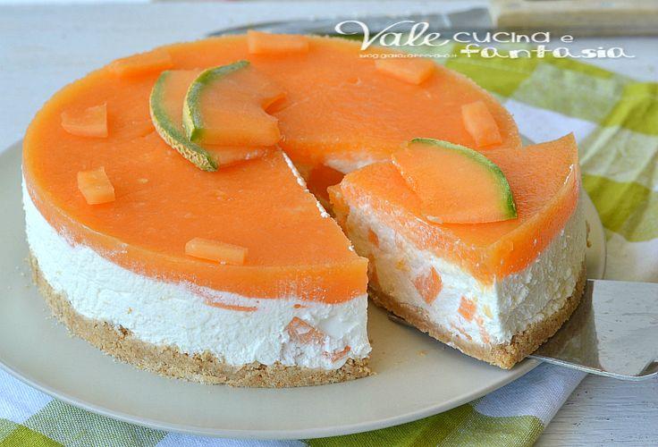 Torta fredda al melone ricetta estiva, una ricetta freschissima dissetante e golosa, ma leggera perchè è ricca di tanto yogurt, ricetta estiva facile