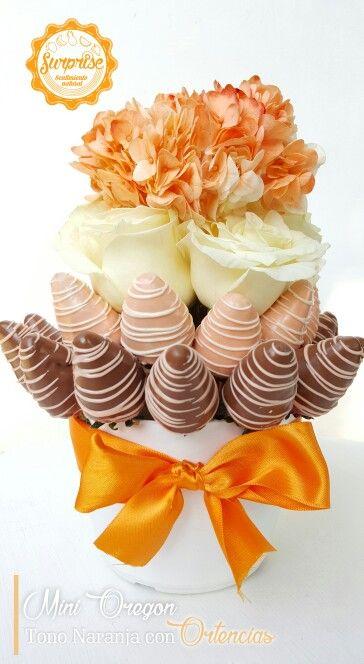 Bouquet de fresas con chocolate rosas ortencias tono naranaja