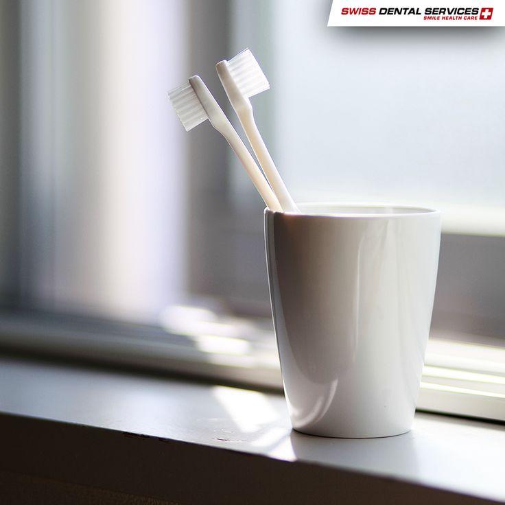 ¿Cada cuánto tiempo se debe cambiar el cepillo de dientes? La respuesta correcta es, preferiblemente cada 3 meses. Cuando el cepillo de dientes ya está viejo pierde su eficiencia, lo que puede provocar que se aumente la fuerza durante el cepillado, dañando los dientes y las encías. -------------------------------------------- www.swissdentalservices.com/es #dentista #implantes #sonrisa #clínica #yosonrío