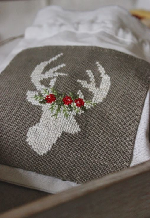 pretty free counted cross stitch chart  christmas, reindeer, stag, crowned in leaves and berries, vintage, sweet, lovely, holidays Gallery.ru / Фото #92 - Новый год и Рождество_6/freebies - Jozephina