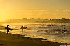 Surfurlaub und Surfcamps weltweit | Wavetours.com