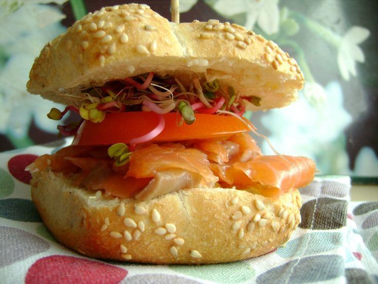 Sandwich z wędzonym łososiem