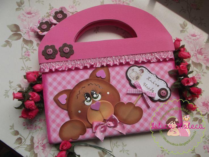 Lilica Moleca-maletinha de brochura rosa https://www.facebook.com/LilicaMoleca?fref=ts