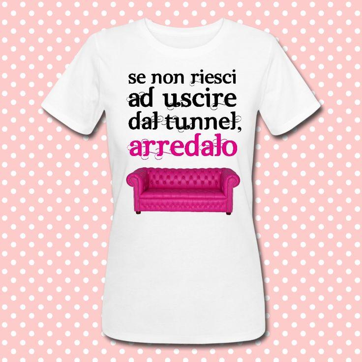 Gattablu stampa le tue t-shirt personalizzate, scegli tra le tantissime grafiche a colori brillanti firmate Gattablu Shop Online, oppure disegna la tua maglietta e personalizza il tuo guardaroba, per outfit unici al mondo! #tee #tshirt #outfit #moda #fashion #pink #sofa #divano #chesterfield #funny #humor #divertente #tunnel #arredare
