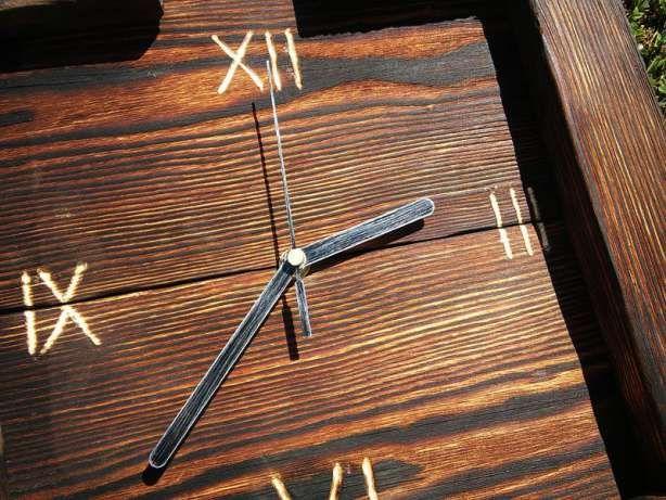 Nowatorski ręcznie wykonany zegar na ścianę z palonego drewna Osiek - image 1
