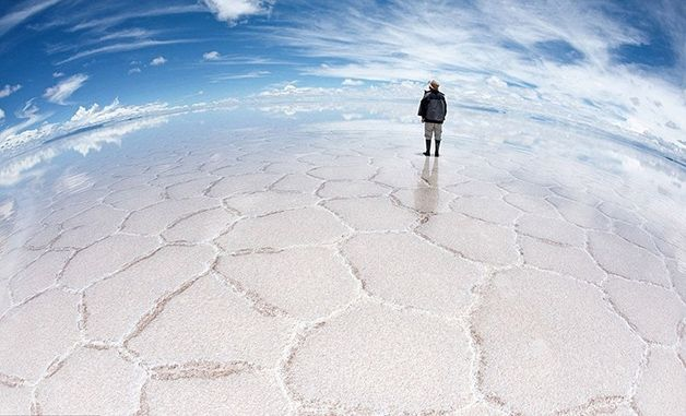 Deserto de sal de Uyuni, Bolívia: Largest Mirror, The Salar De Uyuni, World Largest, Salts Flats, Unbelievable Places, Salarde, Amazing Places, Earth, Bolivia