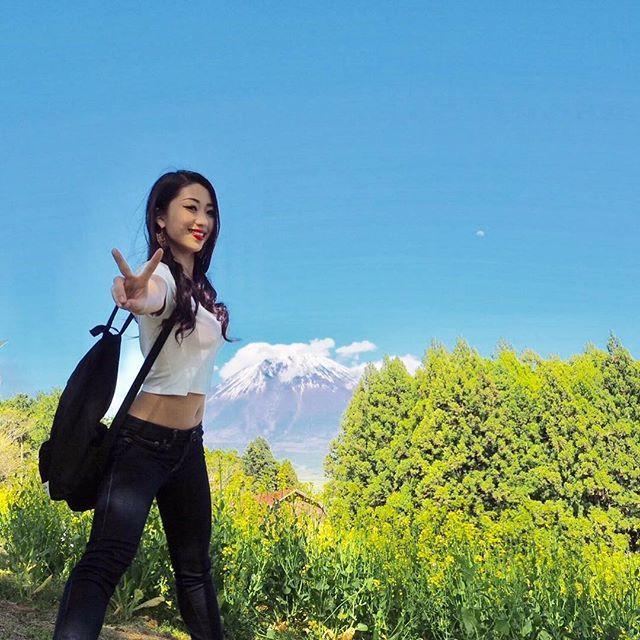 🏃🏃 ・ ・ あーGW終わっちゃった😭 GWはBBQしたりBBQしたりBBQしたり バーベキューばっかだった😛🍖💓 ・ ・ 家族で富士山の麓の朝霧高原にプチ旅行に 行った時の富士山との写メ🗻✨✨ お兄ちゃんのミラーレスで撮ってもらった けど結構綺麗😳💭 ・ やっぱ自然がすきー💓 ・ ・ みんなはGWどうでした?🎶 ・ ・  #GW  #優雅な休日  #BBQ  #肉  #肉食女子  #ビール  #ビール女子  #ビール党  #富士山  #朝霧高原  #白糸の滝  #まかいの牧場  #自然  #自然満喫倶楽部  #静岡  #富士  #カメラ  #ミラーレス  #一眼レフ  #カメラ女子  #カメラ好きな人と繋がりたい  #写真撮ってる人と繋がりたい  #japanesegirl  #instagrammer  #instagood  #like4like  #Japan