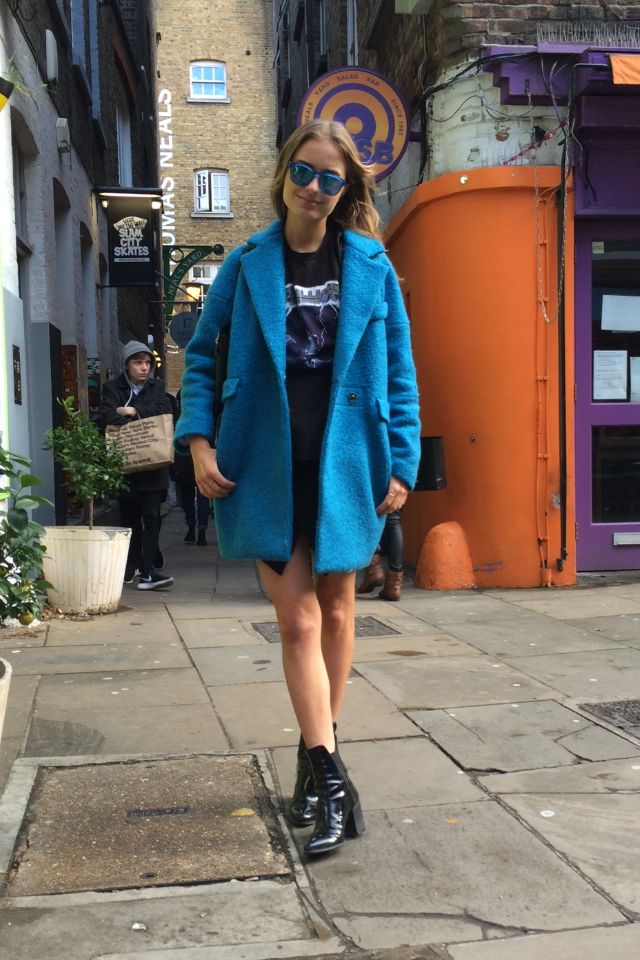 Matchy matchy! Electric blue sunnies and coat #STORETS #Inspiration #streetstyle