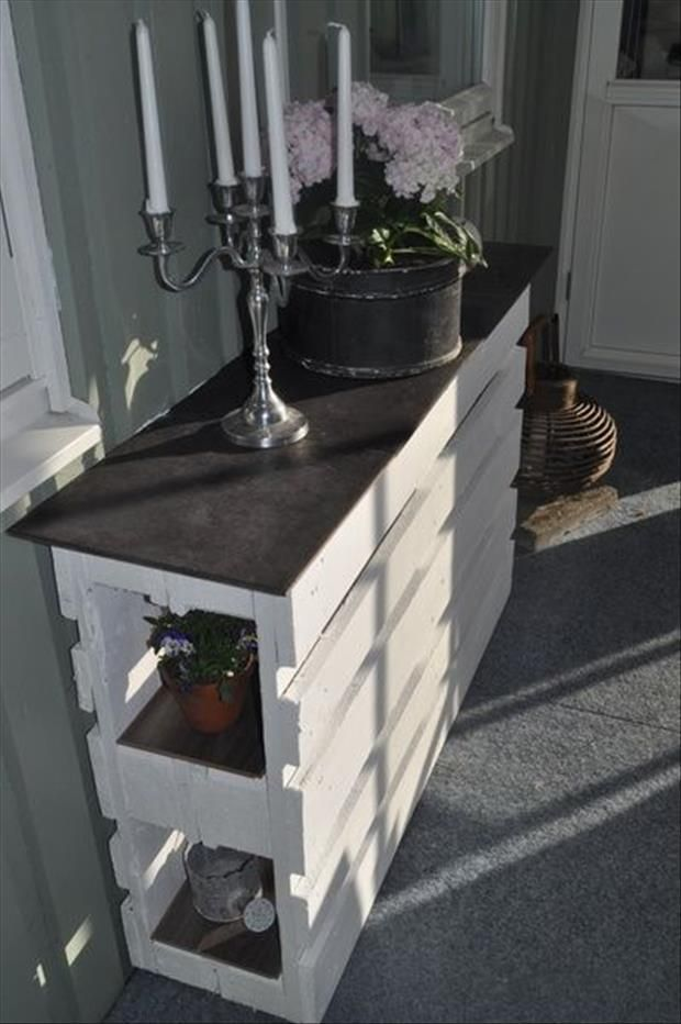 A gorgeous unique console create by reusing old pallets! DIY at its finest. ...now go forth and share that BOW & DIAMOND style ppl! Lol. ;-) xx