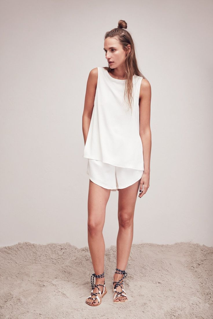 L.W.B. RESORT 16: TRAPEZE TANK and PULL ON SHORT.