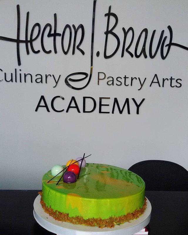 Синий, фиолетовый, малиновый, желтый  фуксия, зеленый, мятный - в общем, в любой цвет какой душа пожелает, наши мастера -кондитеры нарядят Ваш праздничный торт! А главное - мы не используем красителей, все ингредиенты натуральные! Спешите делать заказы! 068 921 19 91  Yummery - best recipes. Follow Us! #foodporn