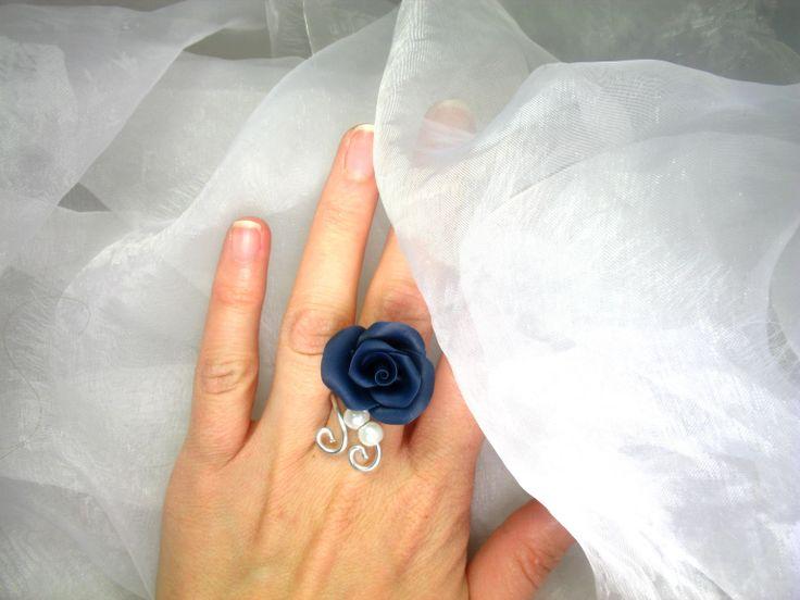 Bague réglable Fil d'aluminium avec fleurs en porcelaine froide et perle nacrée
