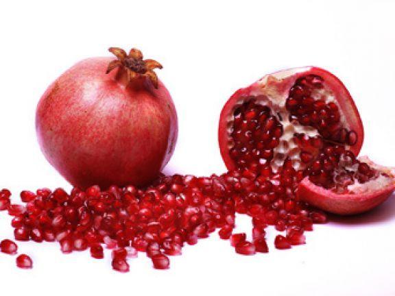 Warenkunde Granatapfel: Fruchtbarkeitssymbol mit heilsamer Wirkung? Zumindest letztere ist auch wissenschaftlich erwiesen.
