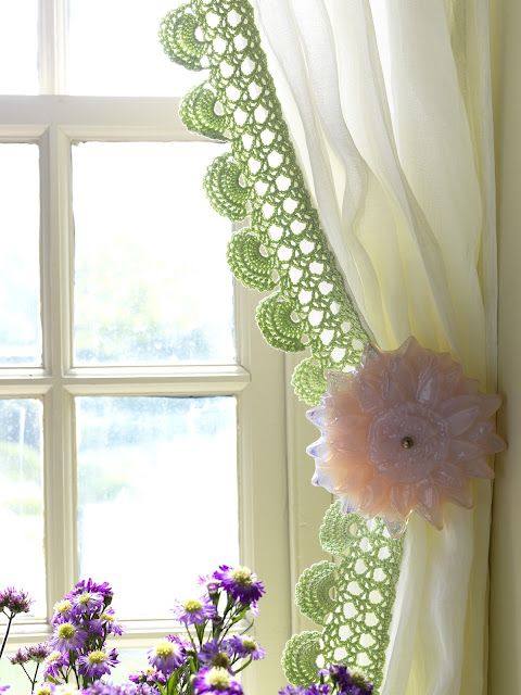 Oh how beautiful this is! :) Crocheted edge of a curtain.: Oh how beautiful this is! :) Crocheted edge of a curtain.