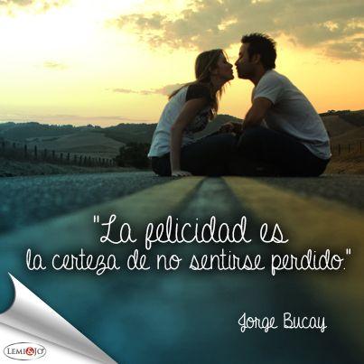 """""""La felicidad es la certeza de no sentirse perdido."""" Jorge Bucay #frase"""