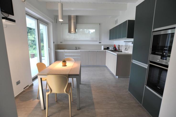Una cucina in grigio...