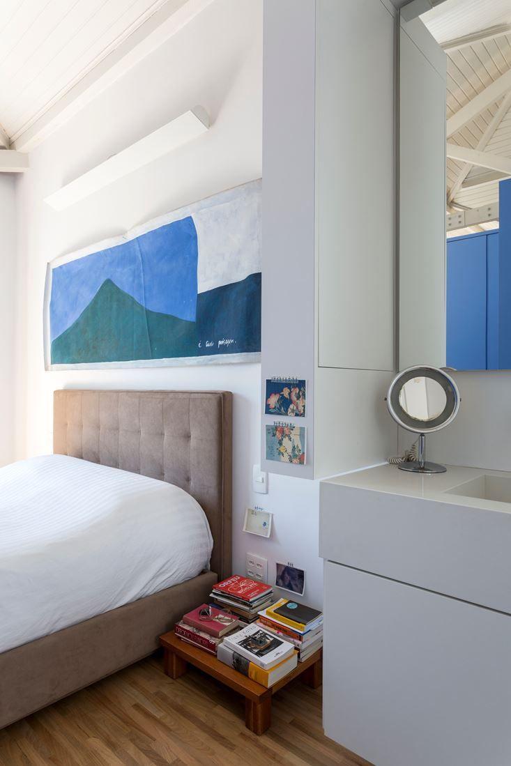 Un appartamento bianco e blu