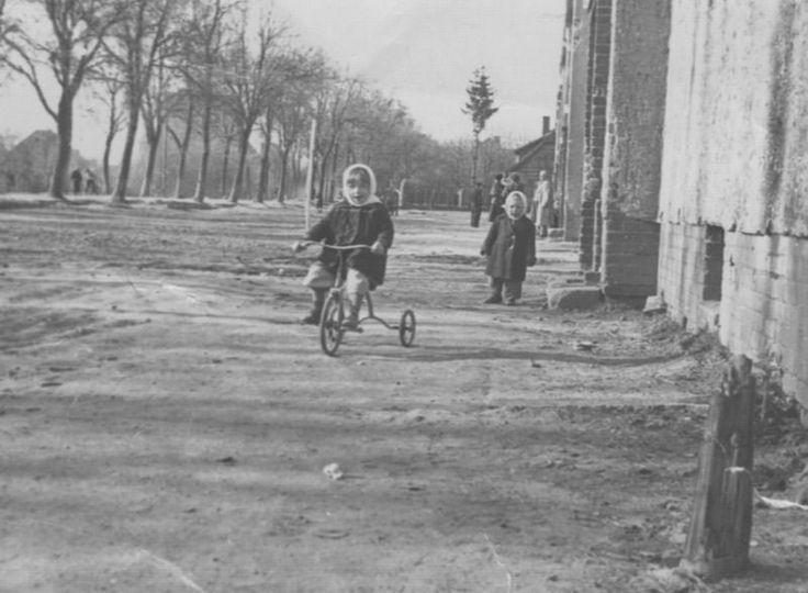 На улице Орудийной, 1950-е 1950-01-01 - 1959-12-31, г. Калининград, ул. Орудийная. Из семейного архива В. Н. Князевой.