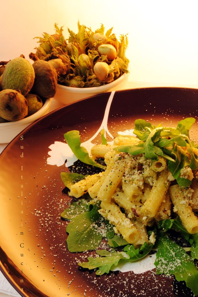 """Pesto alla Rucola - Non """"di"""" e neanche """"con"""", sfruttiamone il gusto ed il profumo non lasciamo l'amaro sovrasti dominando il piatto http://blog.giallozafferano.it/suditaliaincucina/?p=2662"""