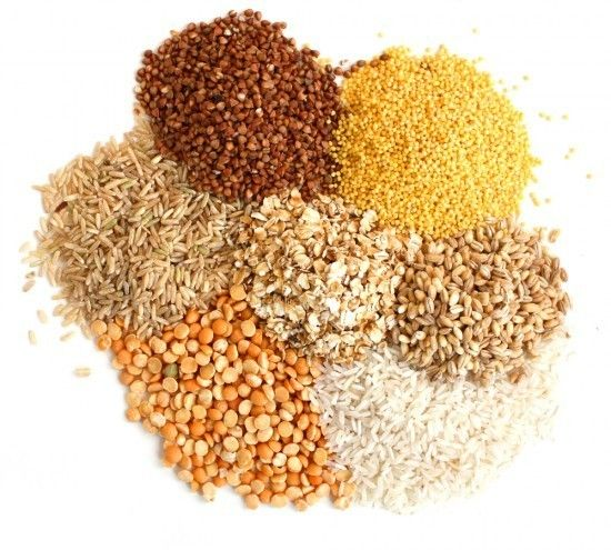 """Esistono tantissimi tipi di cereali, possiamo trovare la pasta, il pane o la farina di farro, di germe di grano, di grano saraceno, di Kamut, di Miglio, di orzo, di riso, d'avena... Ma sulle tavole apparecchiate vediamo invece troppo spesso la pasta e il pane di farina di grano tenero """"00"""". Variate il più possibile i cereali che mangiate e cucinate con farine sempre diverse e magari integrali!"""