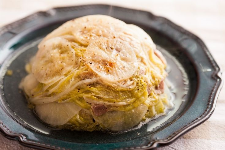 【連載】まるでミルフィーユ!ほっこり和のおかず「白菜と大根の豚バラ重ねレンジ蒸し」【ほりえさちこのすぐ楽レシピ #16】|LIMIA (リミア)