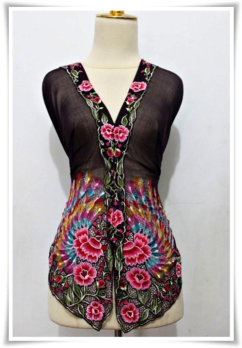 Kebaya Nyonya Design Burung Merak. Very beautiful.