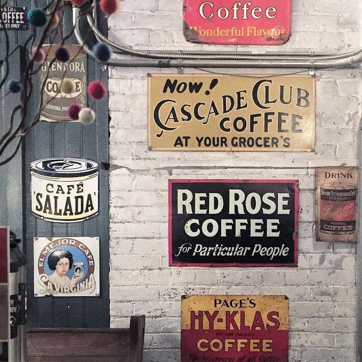Signz. . . . . . . . . . . . . . . #toronto#토론토#크리스마스#마켓#coffee#cafe#일상#igdaily#맞팔#선팔#interior#design#인테리어#디자인#vscocam