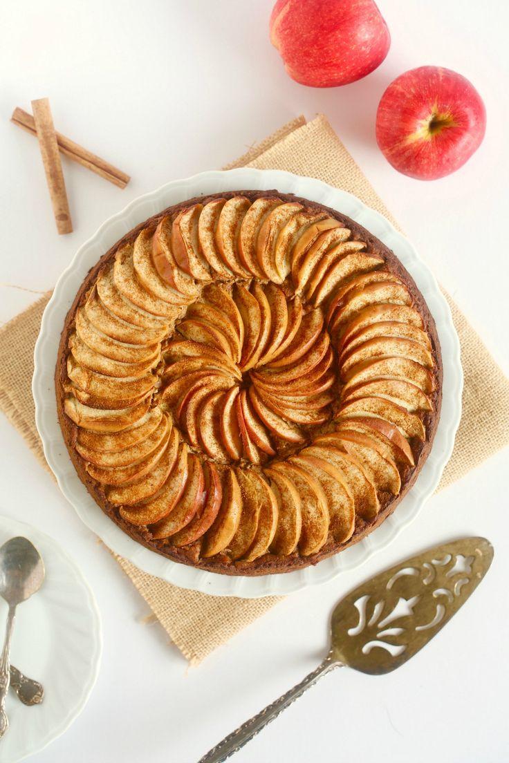 Simply delicious CLASSIC APPLE CAKE with cinnamon - #vegan #glutenfree #cake #dessert #healthy #recipe #plantbased #wholefoods #nutrition #begoodorganics